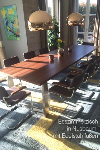 Esszimmertisch-in-Nussbaum-mit-Edelstahlfüßen